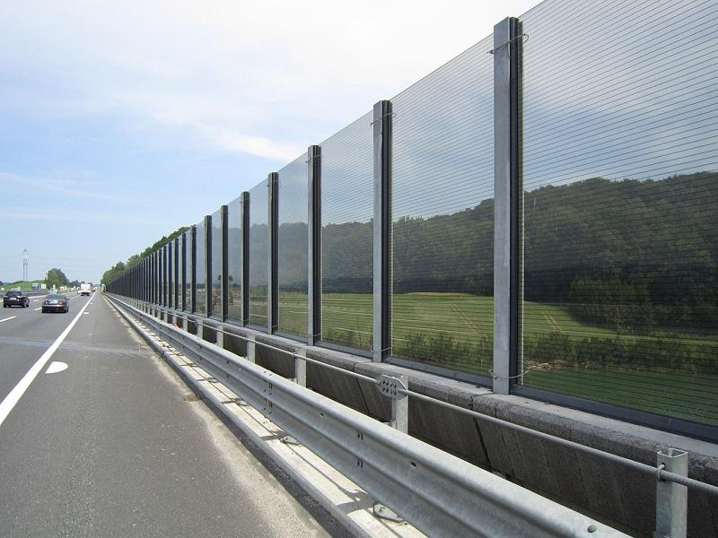 tấm polycarbonate làm tường chắn cách âm trên đường cao tốc