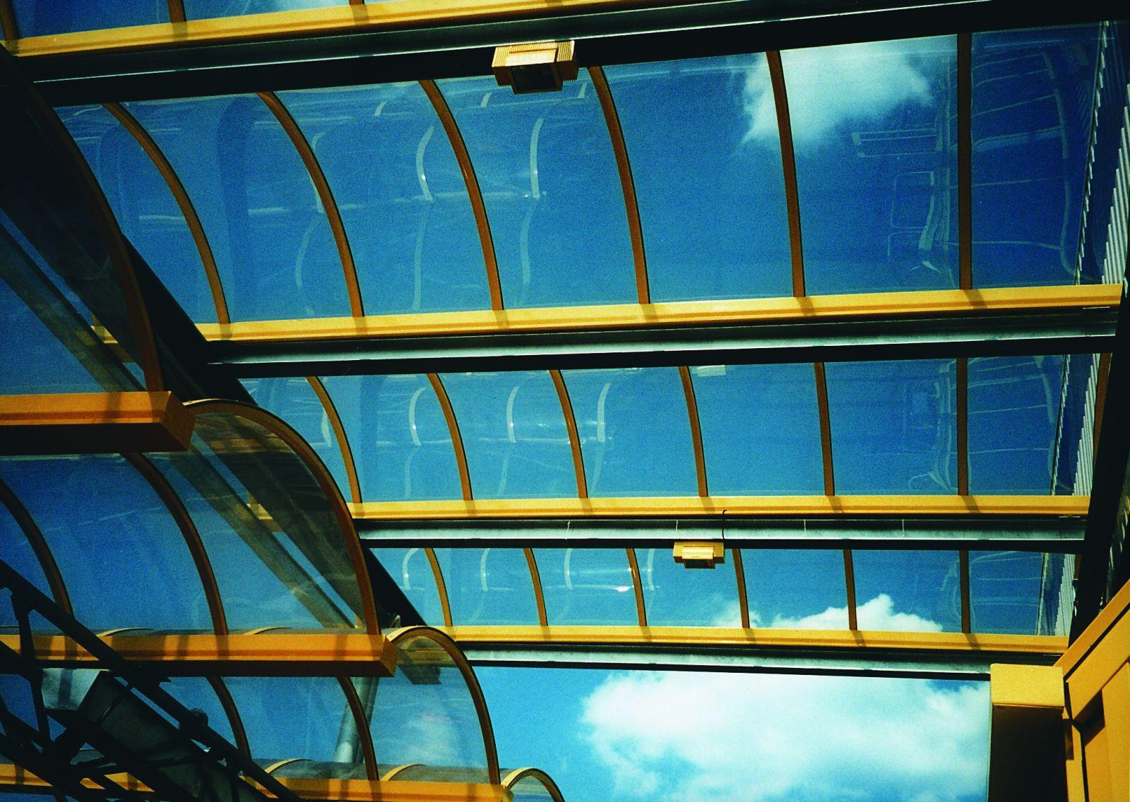 tấm polycarbonate đặc ruột lợp mái lấy sáng