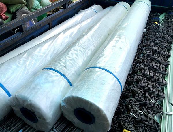 Cuộn màng bạt làm nhà kính giá rẻ sản xuất tại Việt Nam